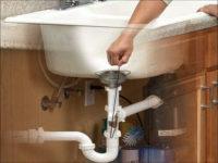 Не сливается вода в ванной что делать