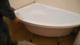 Как правильно установить угловую акриловую ванну